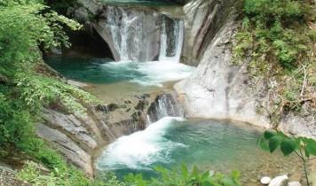 【はとバスで行く】エメラルドグリーンに圧巻!西沢渓谷トレッキングとほったらかし温泉